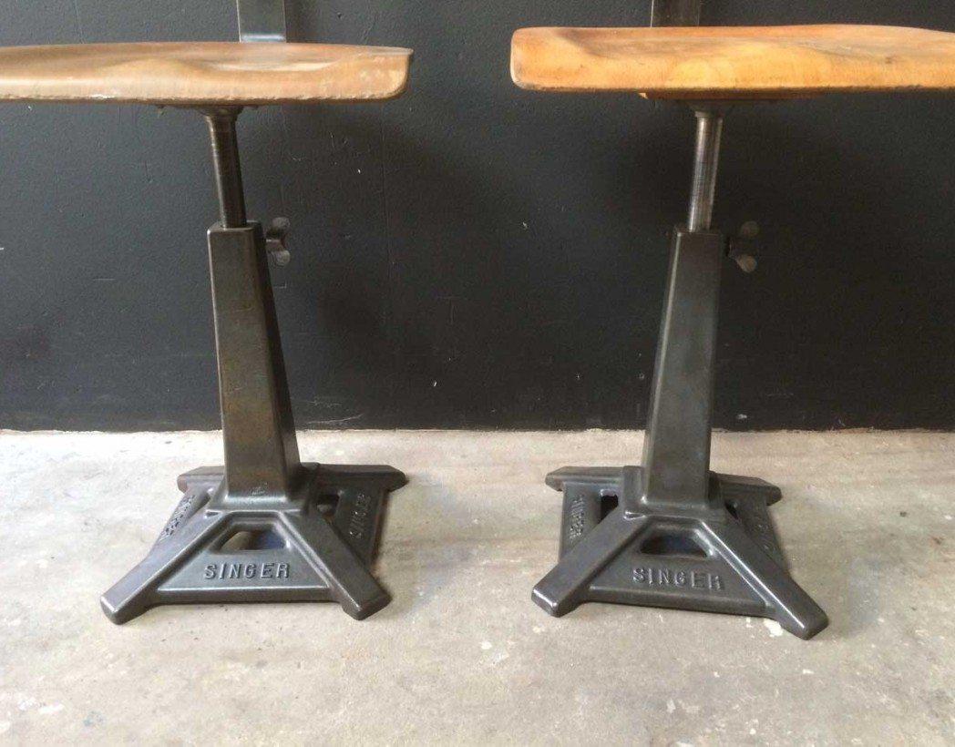 Paire d 39 ancienne chaise singer pied eiffel de type d co - Chaise industrielle ancienne ...